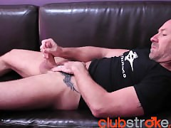 Tattoo'd Blake has possibility wank opportunity on the top of a accelerate nigh limit love-seat