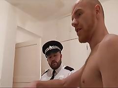 El policia y el pelirrojo hacen sexo well-pleased