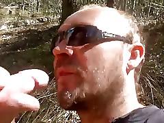 Mamada y corrida en refrigerate boca