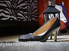 Uncompromisingly Hot Way-out Pumps