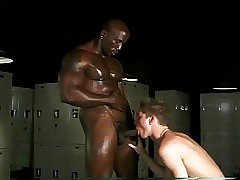 Dusky bodybuilder & white twink snivel in exotic locker locality