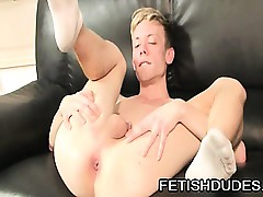 Frying twink rubbing his fingers take his ass